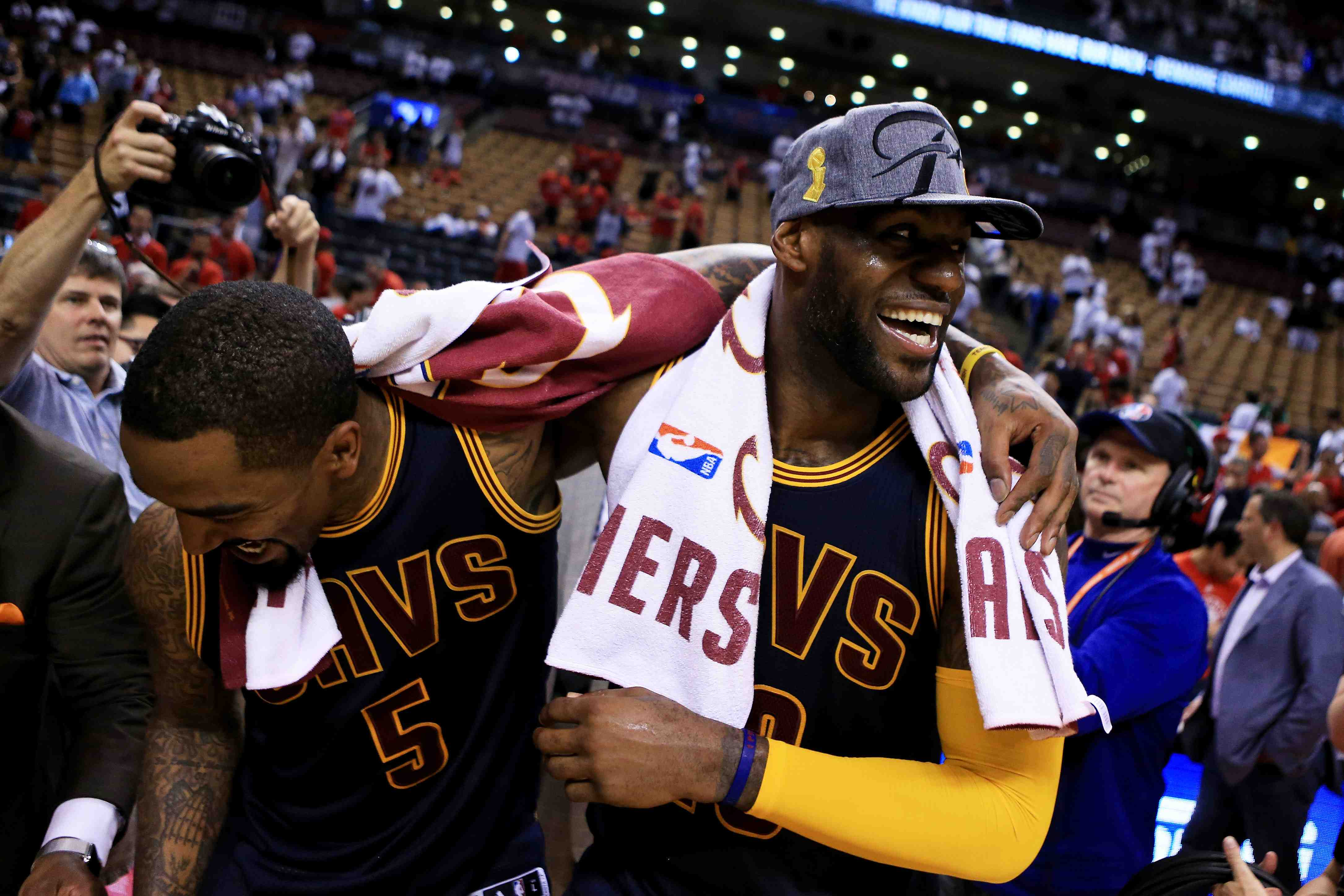 292017e7fc8b KING JAMES CARRIES CAVS TO 2ND STRAIGHT NBA FINALS
