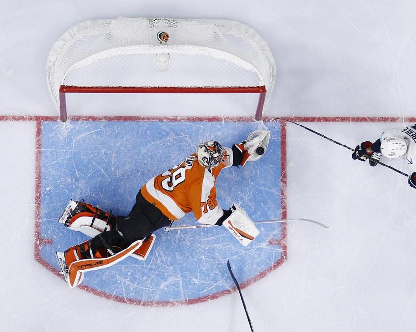 CHECK OUT FLYERS CARTER HART SAVING HIS BEST FOR LAST NIGHT! | Fast Philly Sports